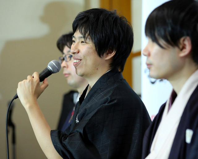 将棋ソフト、佐藤名人に勝利 電王戦第1局