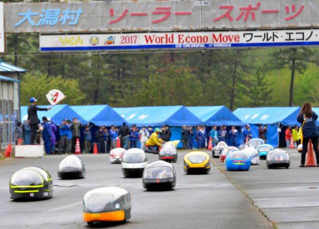秋田)電気自動車レース大会、大潟村で