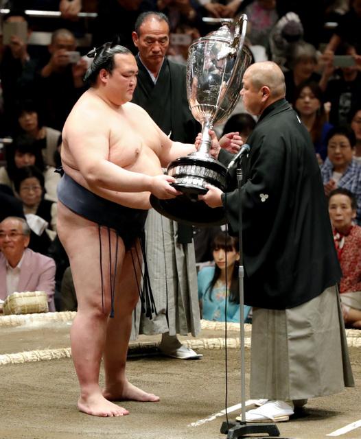 大相撲、賜杯のウラにも歴史あり 「大正十六年」刻印:朝日新聞デジタル