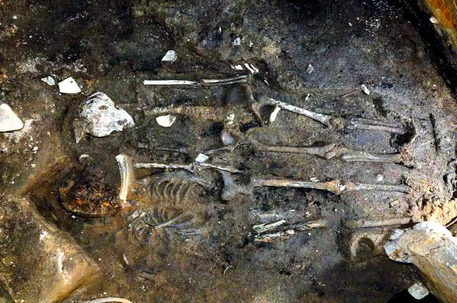 新羅時代の王宮に人柱? 人骨2体発見、韓国では初:朝日新聞