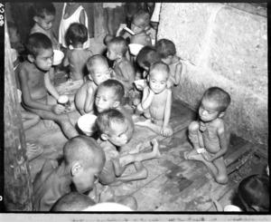 沖縄戦の「孤児院」、民家に50人...