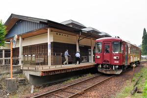 無人駅に会計事務所・コンビニ…...