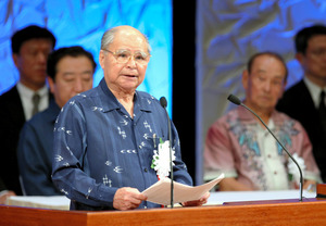 元国土庁長官の上原康助さん死去 沖縄選出議員初の閣僚