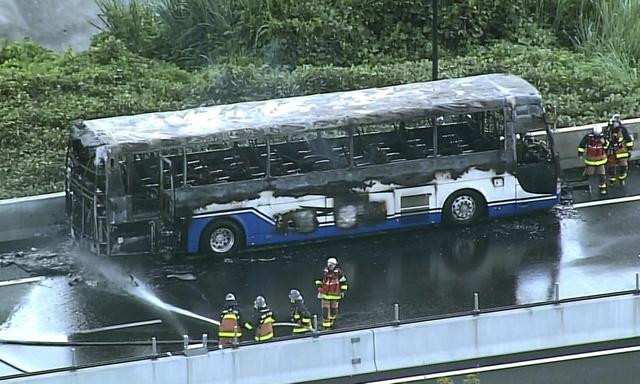 東名 高速 火災 静岡 東名高速 高校のサッカー部員乗ったバス全焼