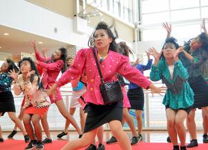 バブリー」女子高生、キレキレダンス 衣装は祖母の\u2026:朝日新聞