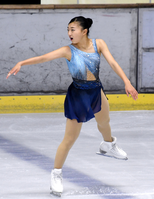 西日本選手権の女子SPで首位発進した坂本花織=4日、福岡市