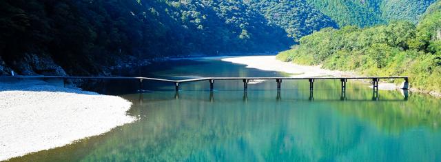 人気の観光スポット、沈下橋が「沈下」 高知・四万十川