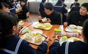 大分)学校給食が2カ月ぶり正常...