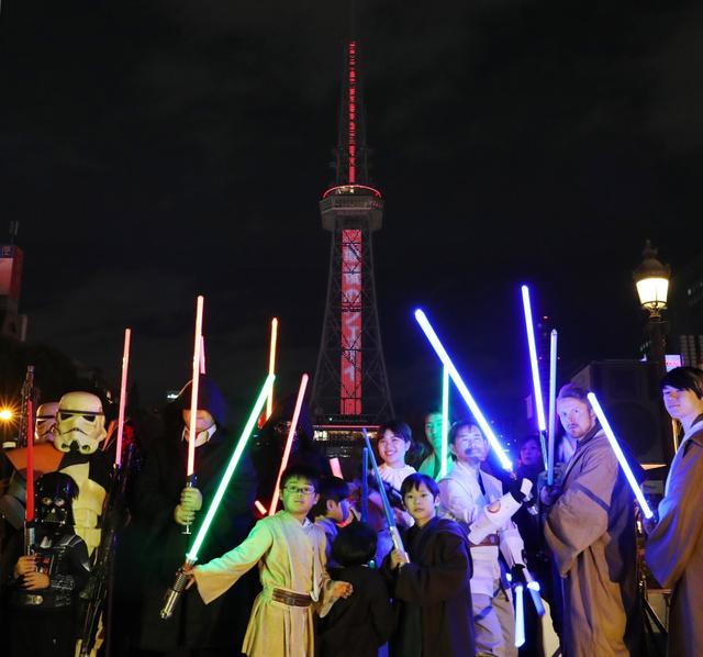 高さ180mのライトセーバー 名古屋テレビ塔が変身:朝日新聞デジタル