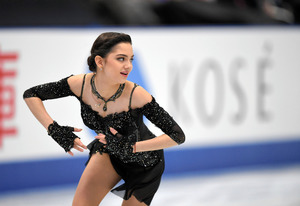 NHK杯の女子フリーで演技するエフゲニア・メドベージェワ