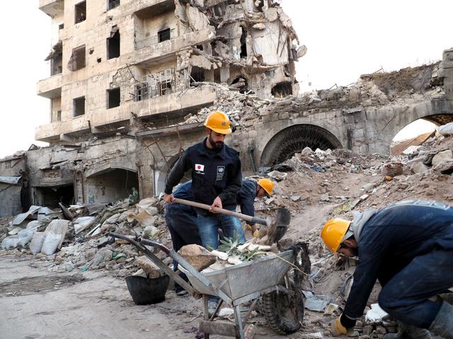 大きなケーキ、号砲待つ」シリア...