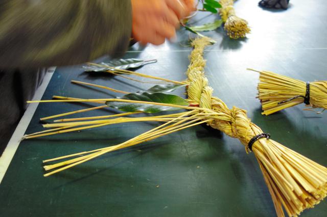 しめ縄作りの技、移住者も受け継ぐ