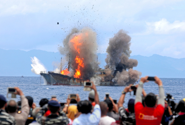 インドネシアの密漁船爆破「もう十分」 政権内で異論:朝日新聞デジタル
