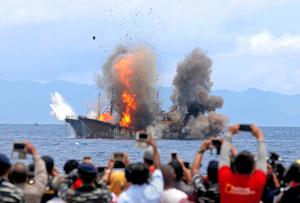 インドネシアの密漁船爆破「もう...