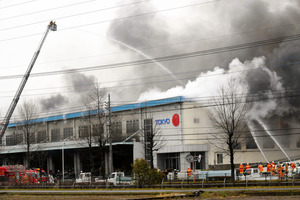 ふとんの西川」の倉庫で火災 埼...