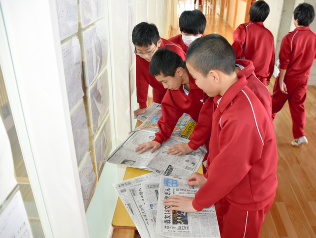 山形)複数紙を読み比べ 米沢四中でNIE実践:朝日新聞デジタル