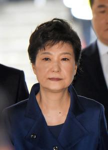 朴槿恵前大統領に懲役24年 収賄などの罪で実刑判決:朝日新聞デジタル
