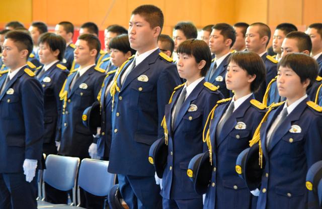 大分)県警察学校で入校式 大型...
