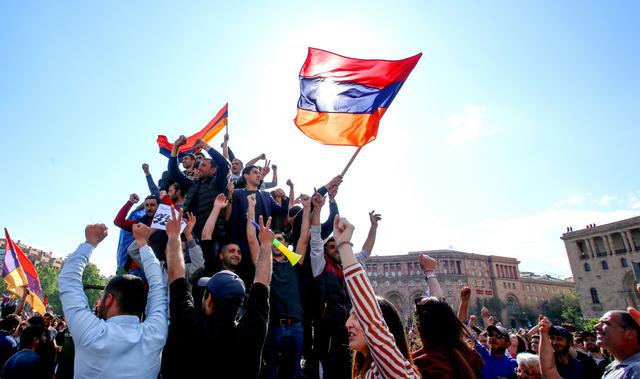 アルメニア首相、就任6日で辞任 ...