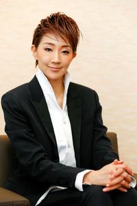 舞台はあの世 星組トップ紅ゆずる、落語ミュージカル:朝日新聞デジタル