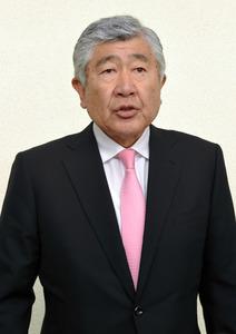 関学大選手らへの謝罪を終え、会見する日大アメフト部の内田正人監督=2018年5月19日午後3時37分、大阪空港、