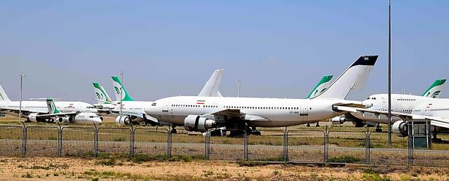 古すぎ航空機、イラン苦境 米制...