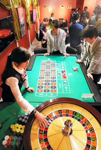 カジノの客、日本人ばかり? 試...