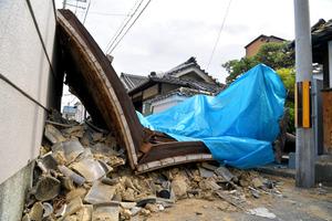 大阪北部地震、死者4人に 高槻市が81歳女性死亡発表:朝日新聞デジタル