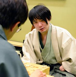 佐藤名人が3連覇達成 羽生挑戦者...