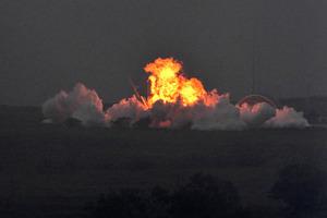 射場に上がった炎、爆発音 ロケ...