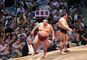 御嶽海が初優勝 長野出身力士で初の賜杯 大相撲:朝日新聞デジタル