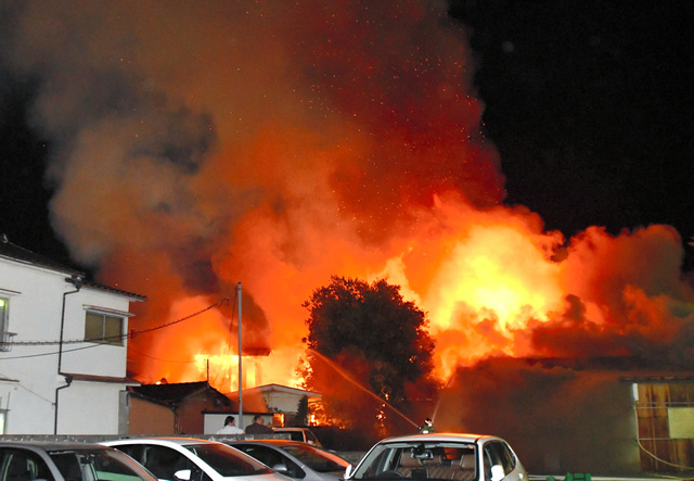 火事 防府 市 【火事】山口県防府市高倉で火事が発生し、現場付近に煙が広がる