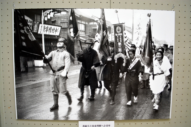 千葉)市川で平和見つめる写真展 兵士の出征風景写す:朝日新聞デジタル