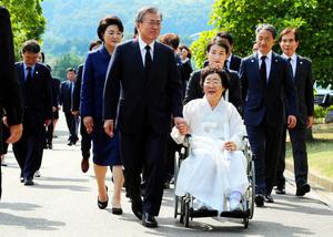 文氏、慰安婦問題「普遍的な人権の問題」 式典で演説:朝日新聞デジタル
