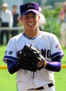 秋田大会決勝のマウンドで、笑顔を見せる吉田輝星投手=2018年7月24日、秋田市のこまちスタジアム