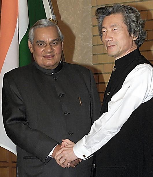 バジパイ元首相死去 98年に核実...