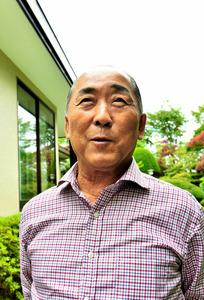 自宅で喜びを語る大坂なおみ選手の祖父、大坂鉄夫さん=9日午前、北海道根室市、