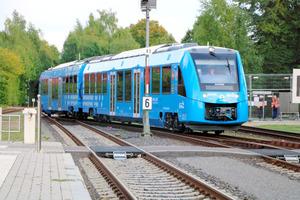 世界初、燃料電池で走る列車 時速140キロ、独で営業