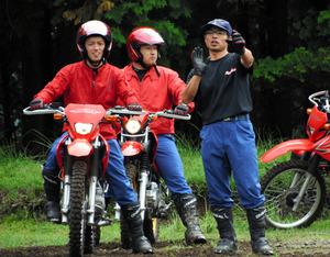 宮崎)えびの守る、頼れる赤バイク隊「レッドホーク」