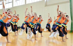曼荼羅から変化球まで、今を踊る 高校ダンス部の熱い夏