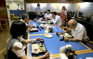 社員同士のコミュニケーションの場にもなっている丸千千代田水産の社員食堂=2018年8月8日午前7時49分、東京都中央区の築地市場、竹谷俊之撮影