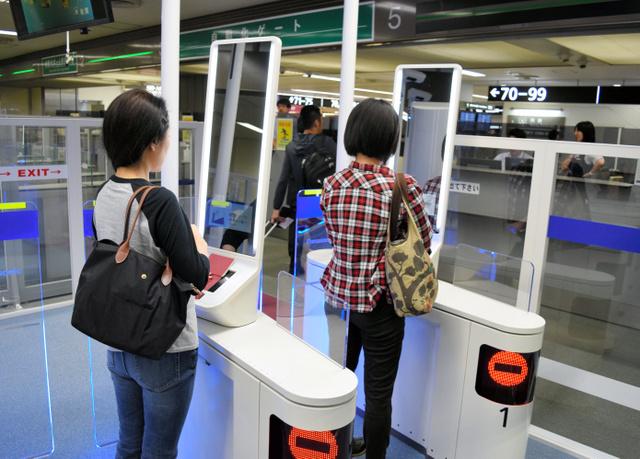 成田、出国手続きも「顔認証」開始 待ち時間の短縮狙い:朝日新聞デジタル