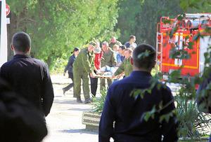 クリミアの学校で銃乱射と爆発、...
