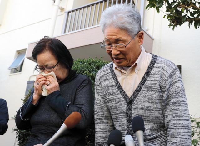 安田純平さんの父英昭さんと母幸子さんが取材に応じ、現在の心境などを語った=2018年10月24日午前10時31分、埼玉県入間市、松本俊撮影