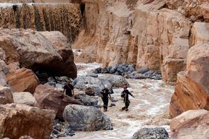 ヨルダンの「死海」付近で鉄砲水...