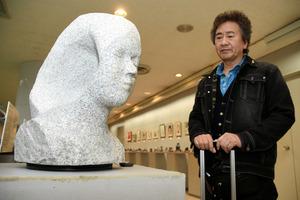 宮崎)市の彫刻家、宮崎空港で個展 29日まで:朝日新聞デジタル