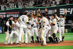 ソフトバンク ソフトバンク、延長サヨナラ勝ちで王手 日本シリーズ