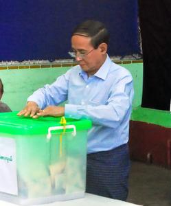 ミャンマー補選、与党7議席にと...