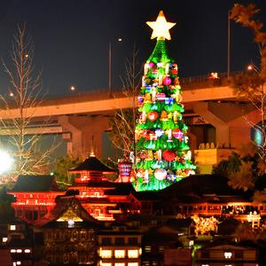 レゴ61万個のクリスマスツリーが...