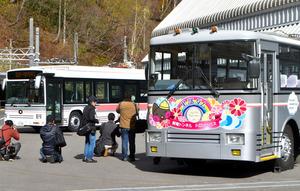 富山)関電「トロバス」にお別れツアー 記者が同行